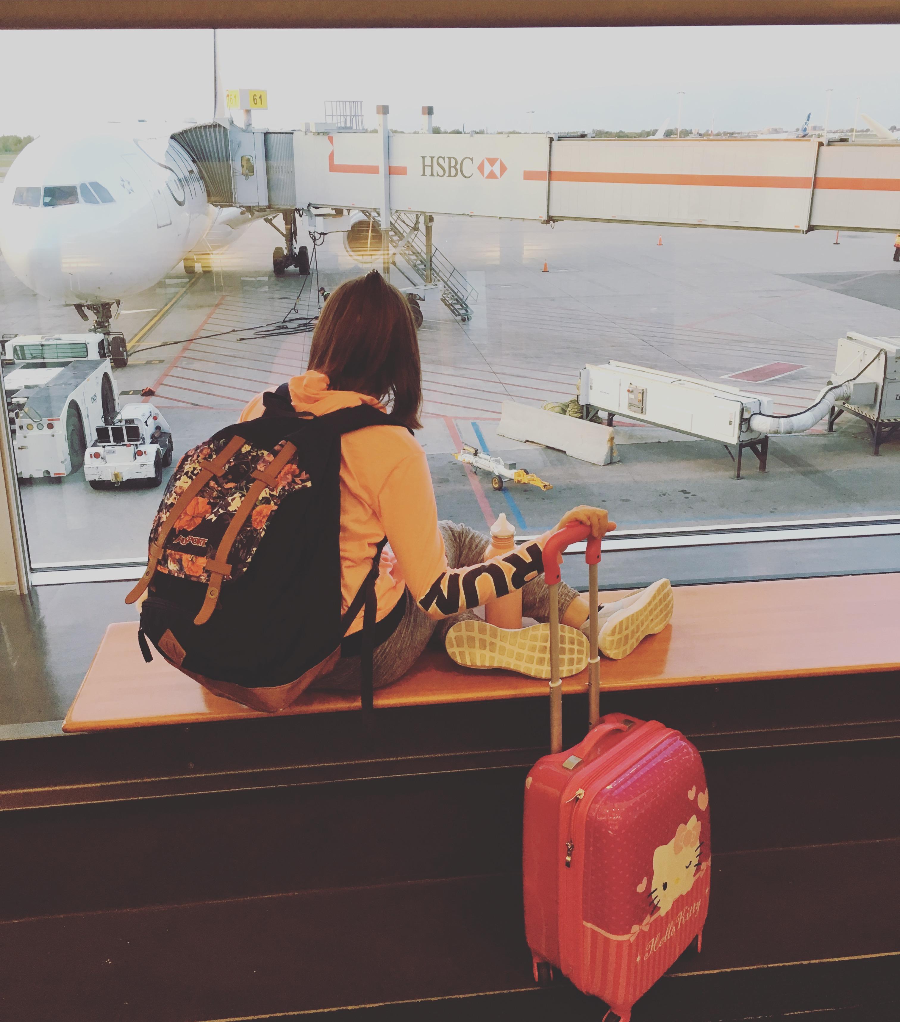 annie charbonneau voyager enfants aeroport petite fille