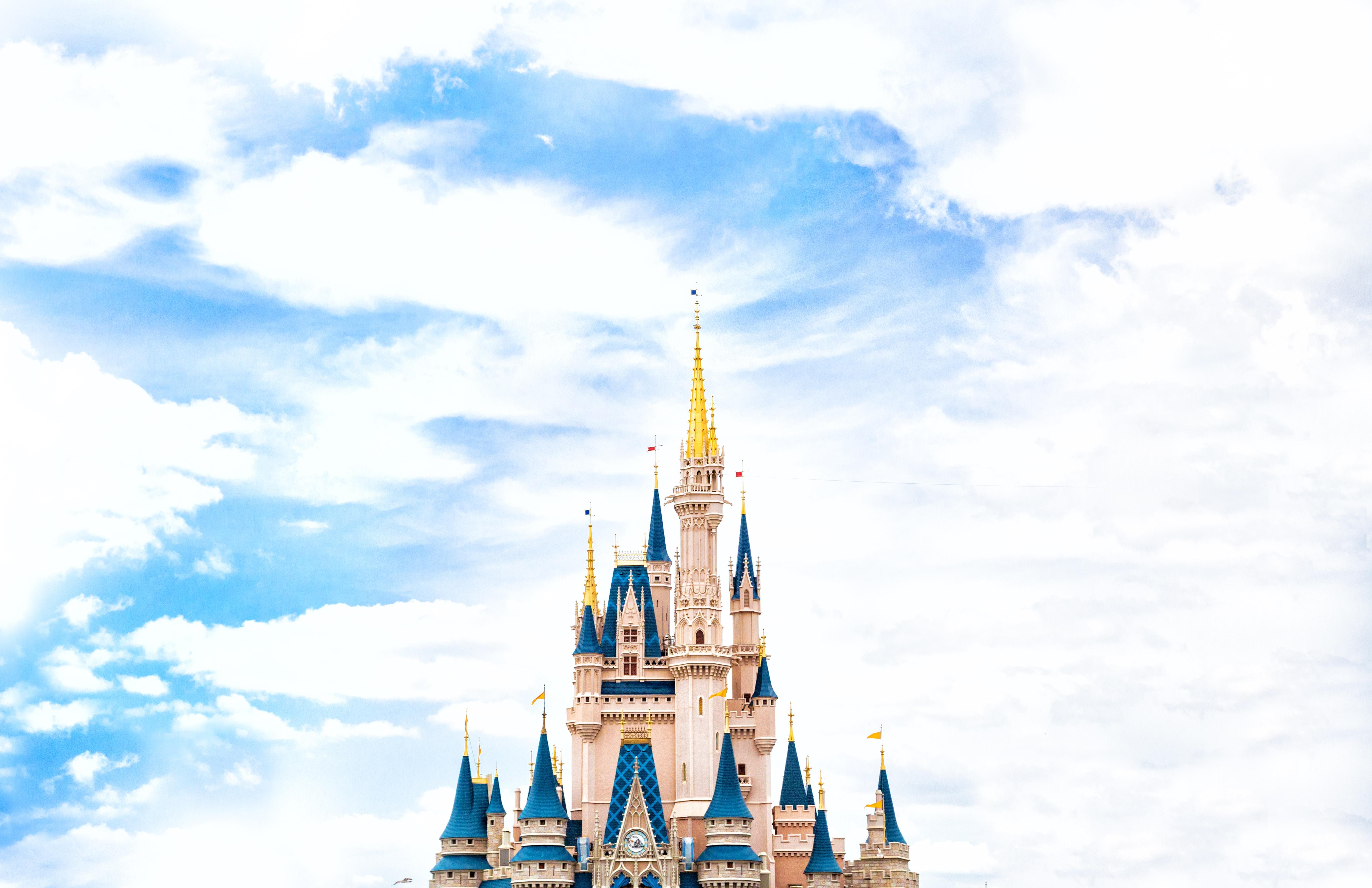 chateau disney ciel bleu