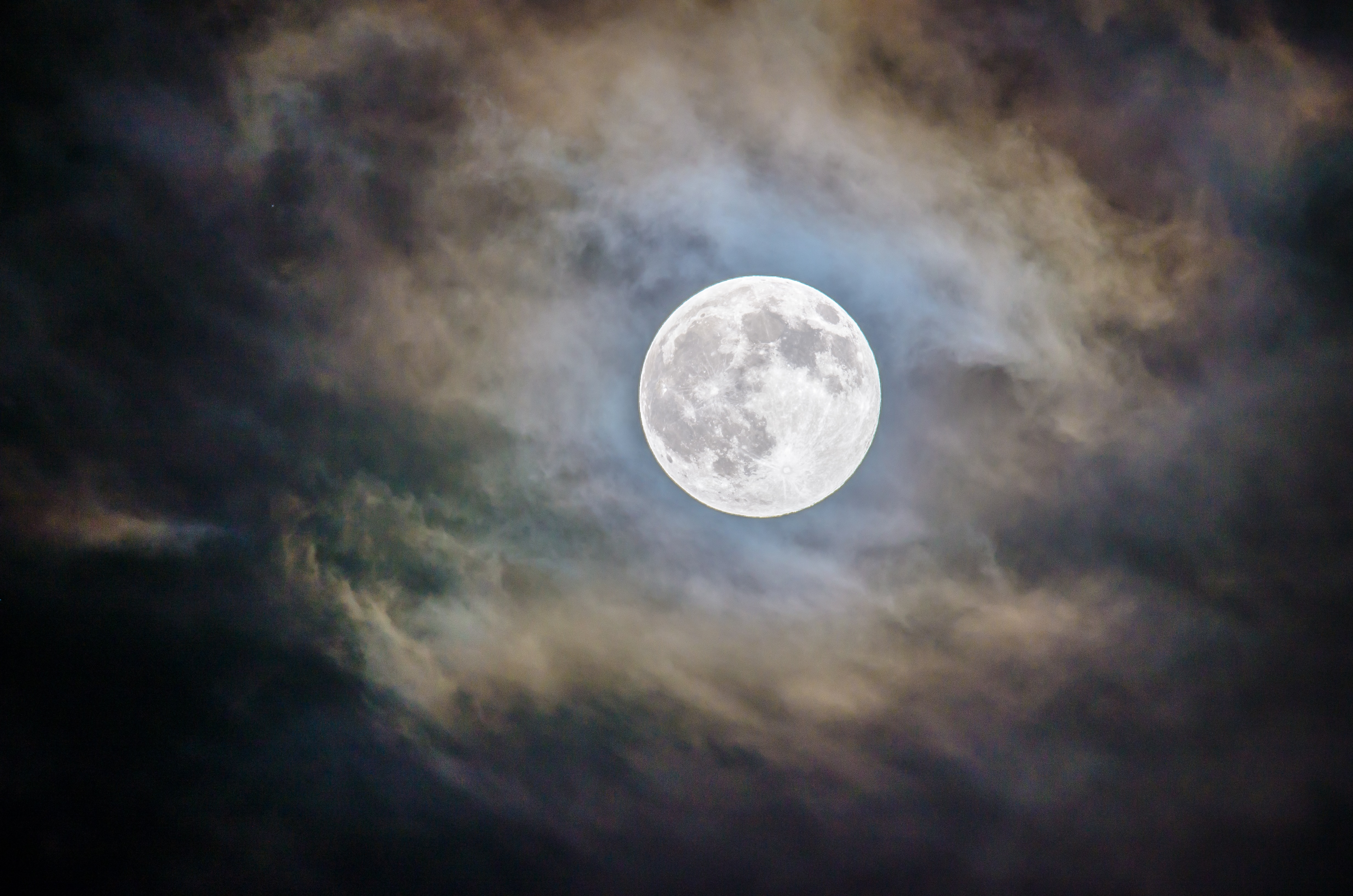 pleine lune nuage soir