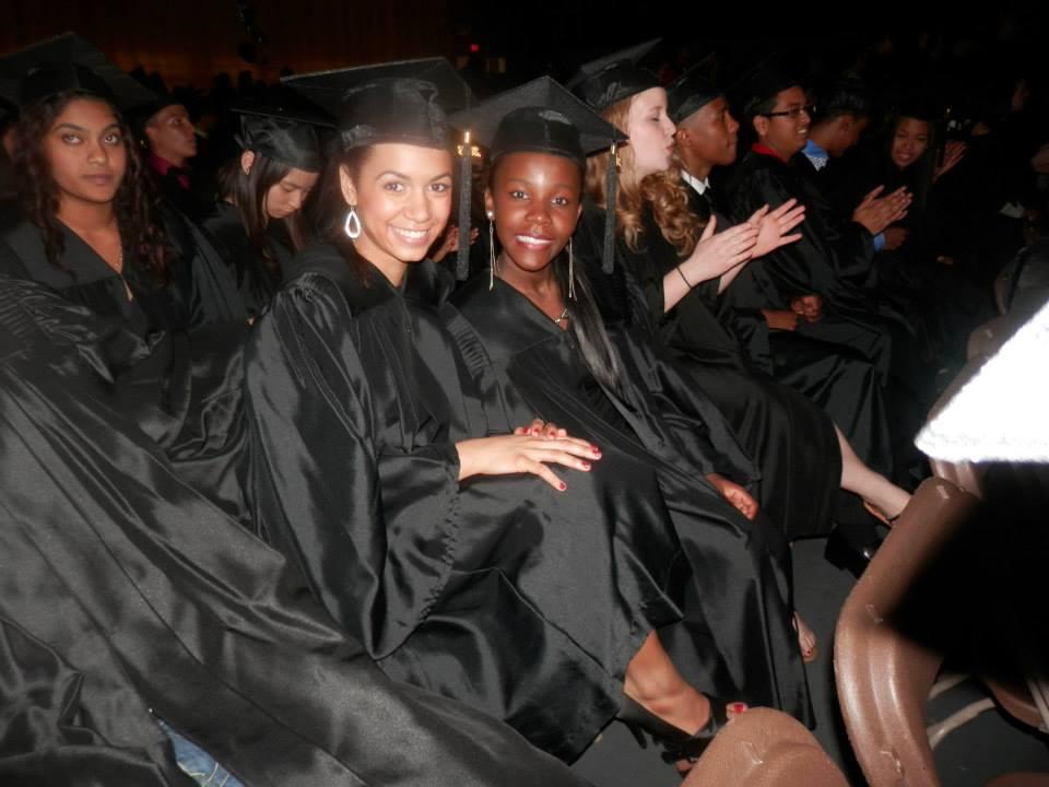 Deux filles qui graduent