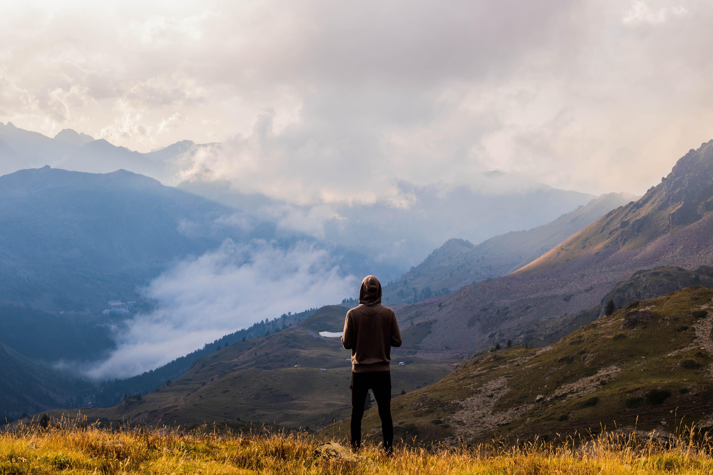 personne montagnes voyage