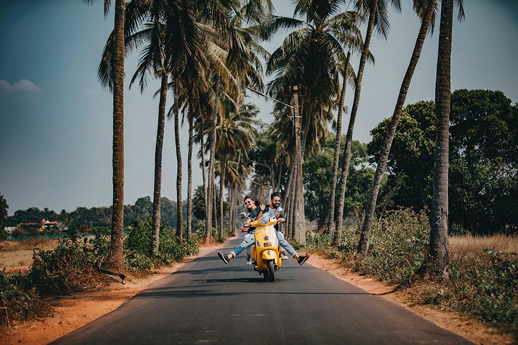 homme femme moto voyage