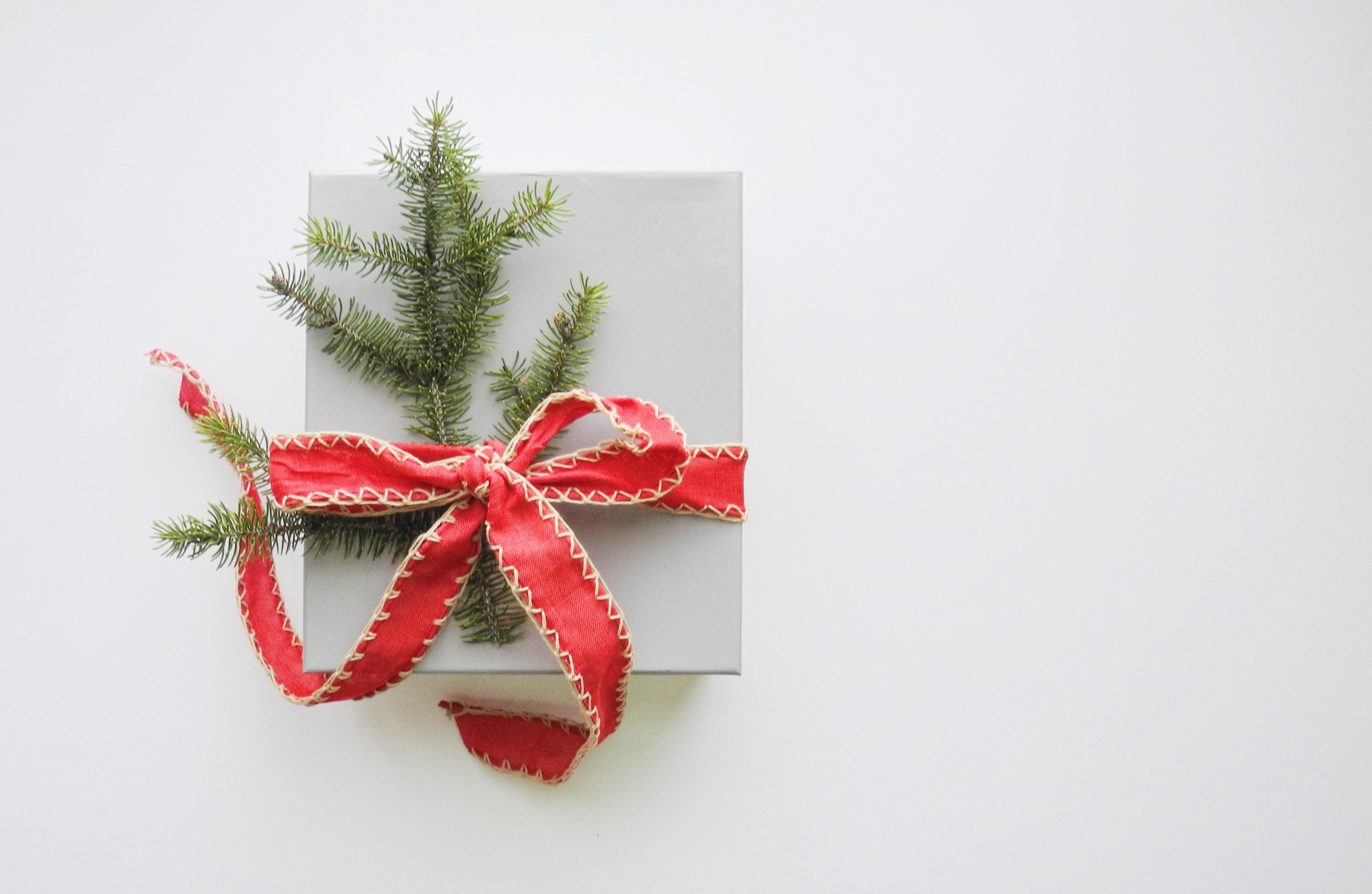 cadeau de Noël fond blanc