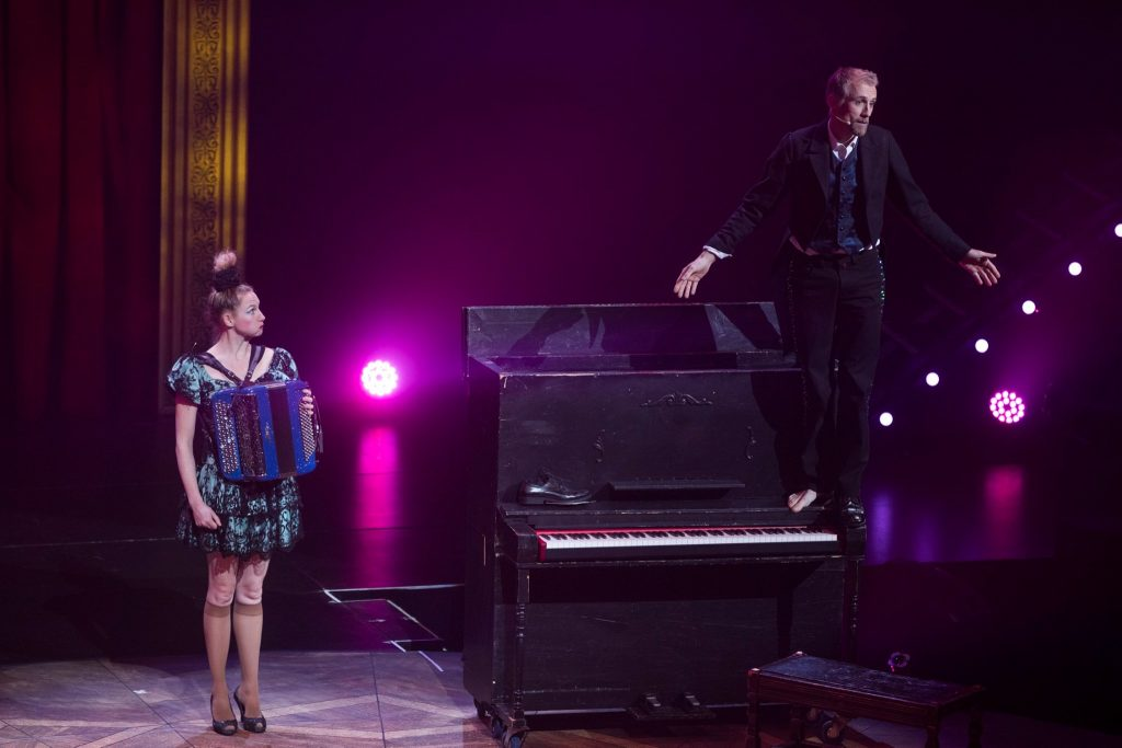 Anthony et Amélie Venisse animant le spectacle de la Tohu