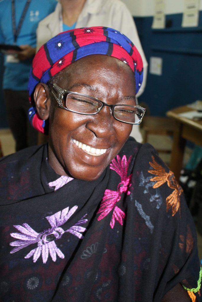 IRIS Mundial femme lunettes heureuse