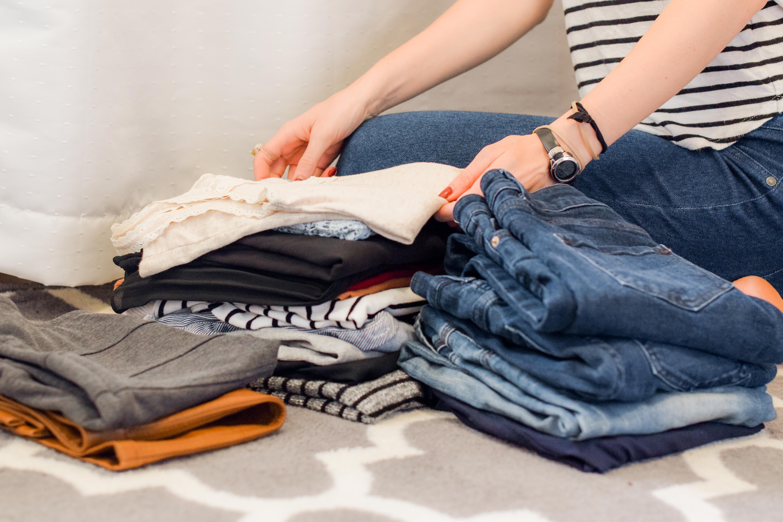 vêtements plier lavage minimaliste