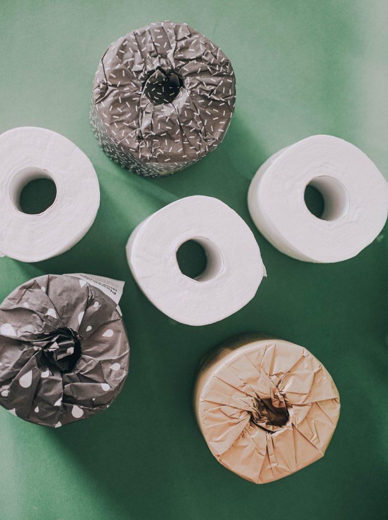 rouleaux papier de toilette fond vert