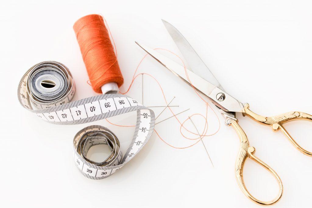 ciseaux couture fil