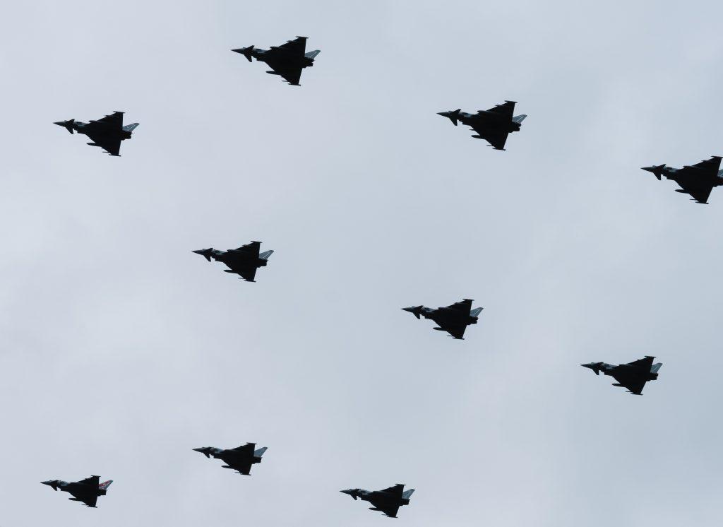 guerre avions ciel noir et blanc