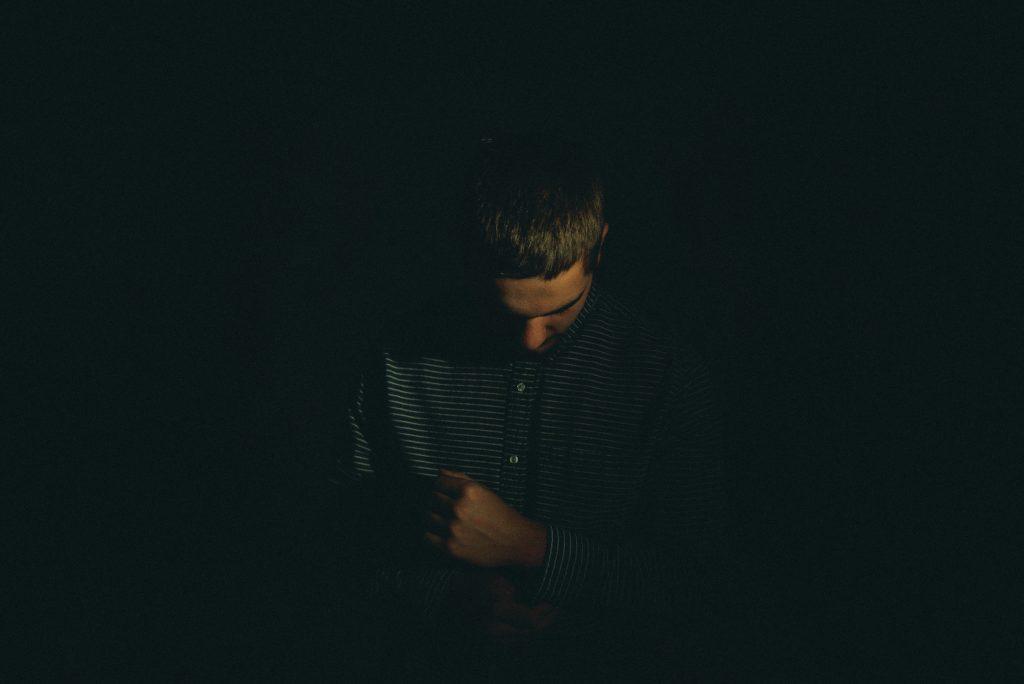 homme ombre lumière