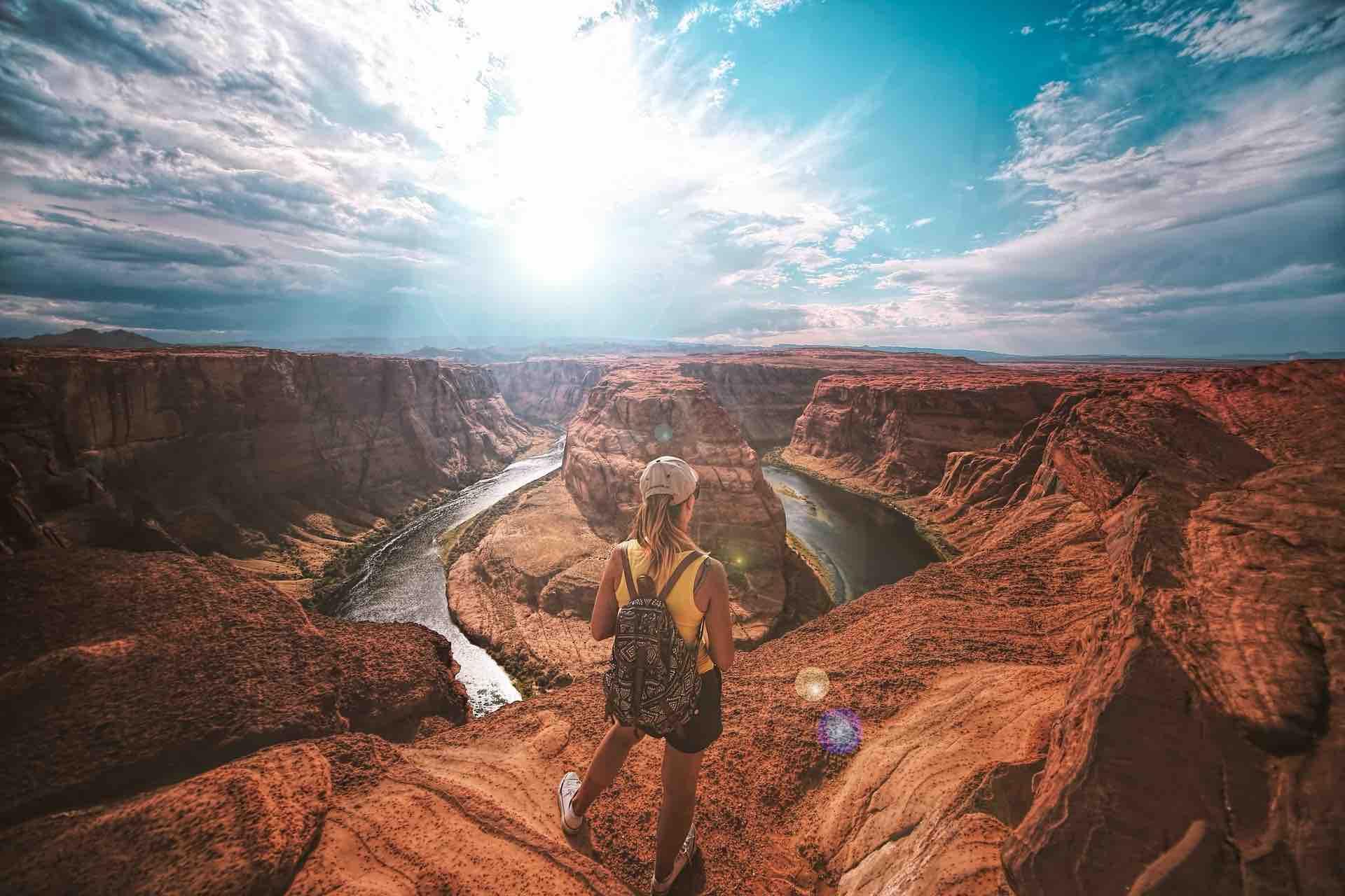 voyage exploration femme vue paysage