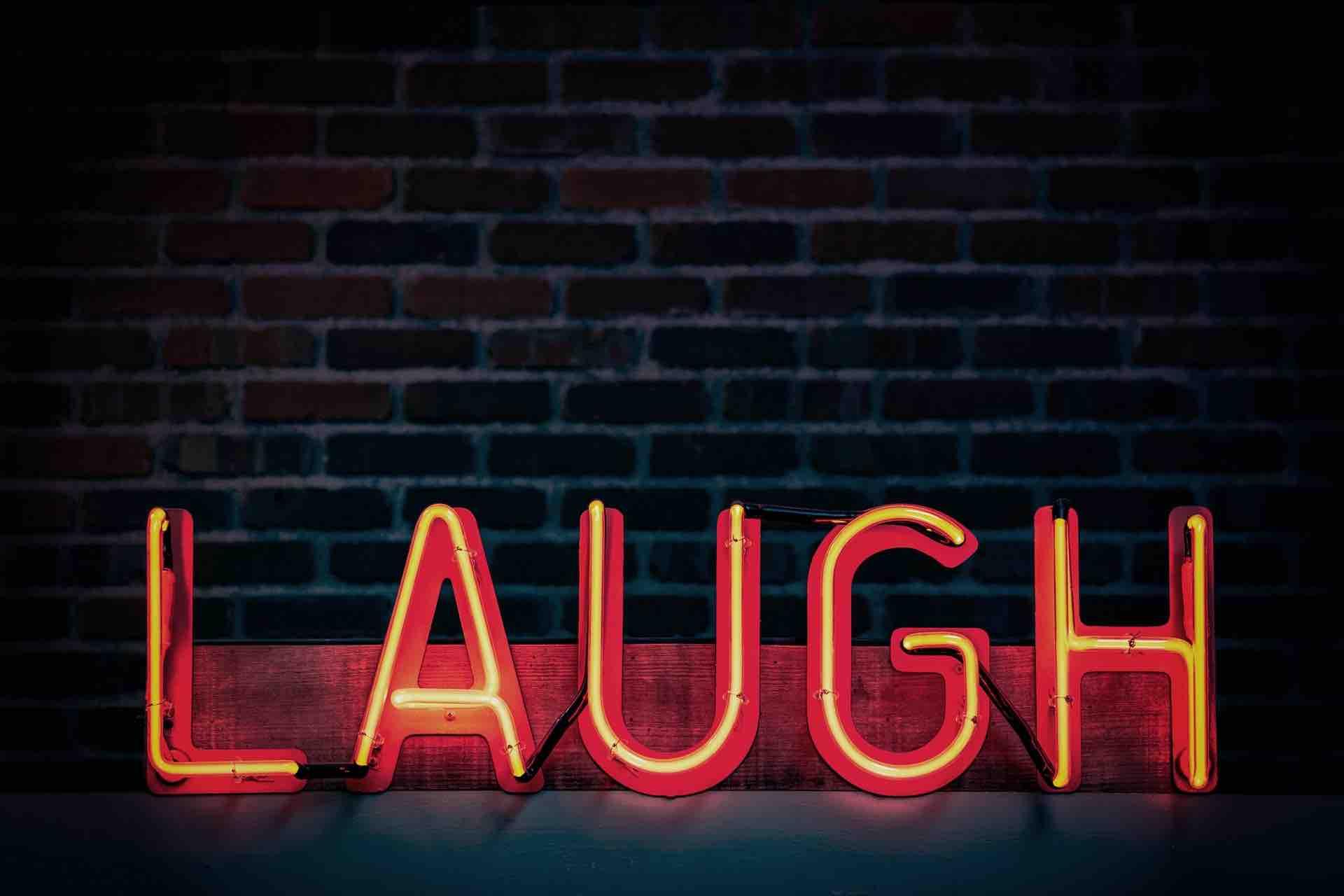 rire lumière mur laugh brique néon