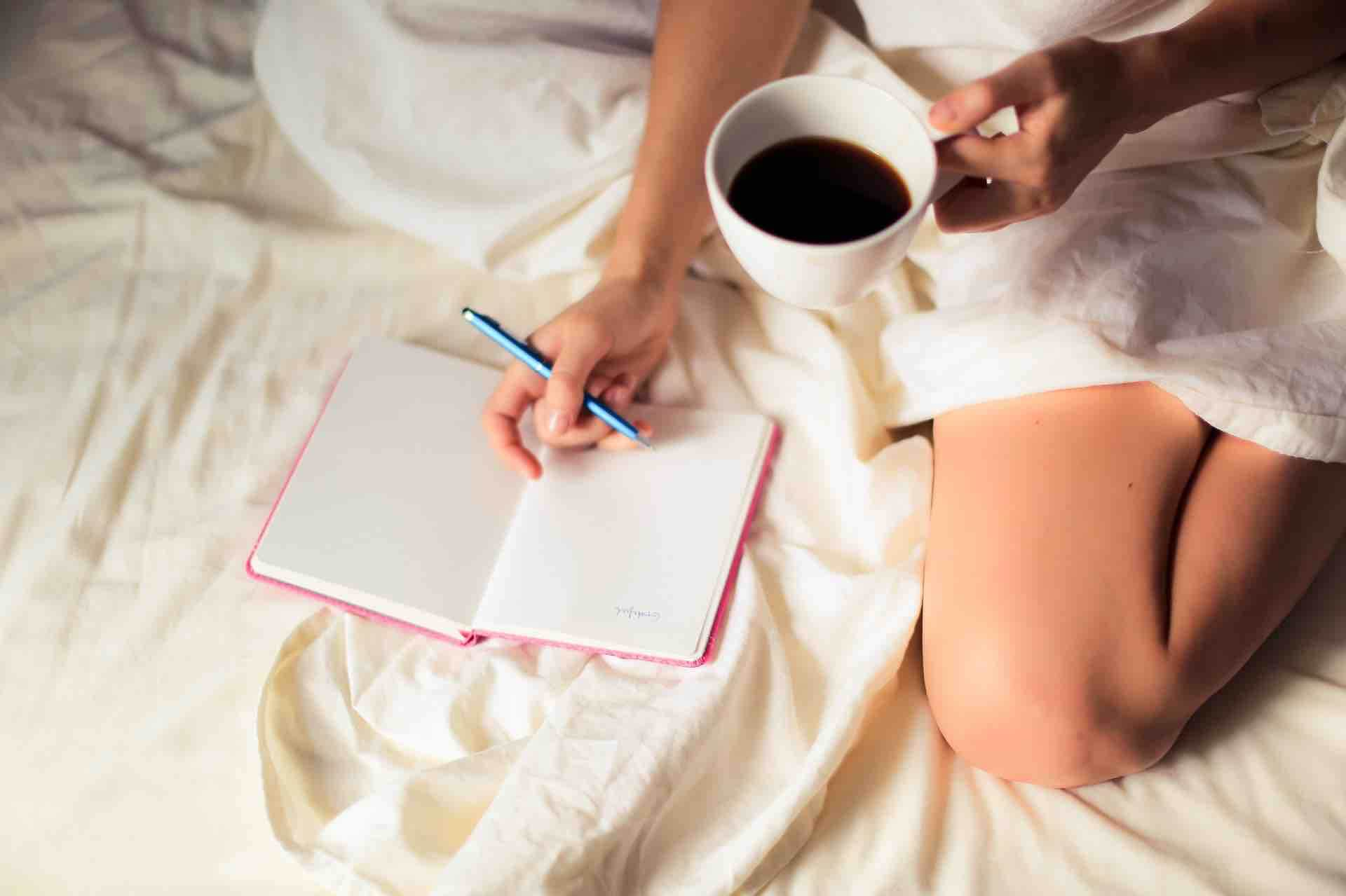 matin routine café journal écriture