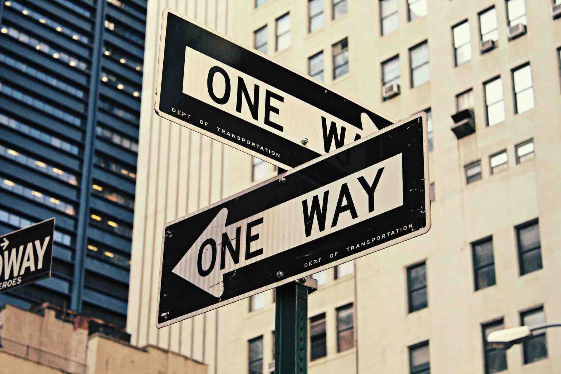 one way panneaux route direction
