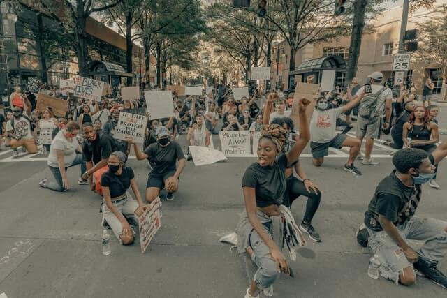 manifestation racisme paix support