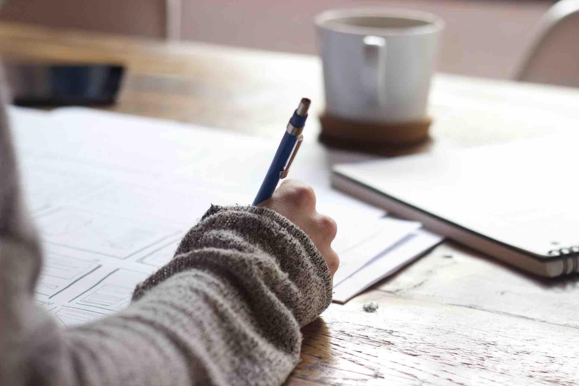 apprentissage écrire papier crayon
