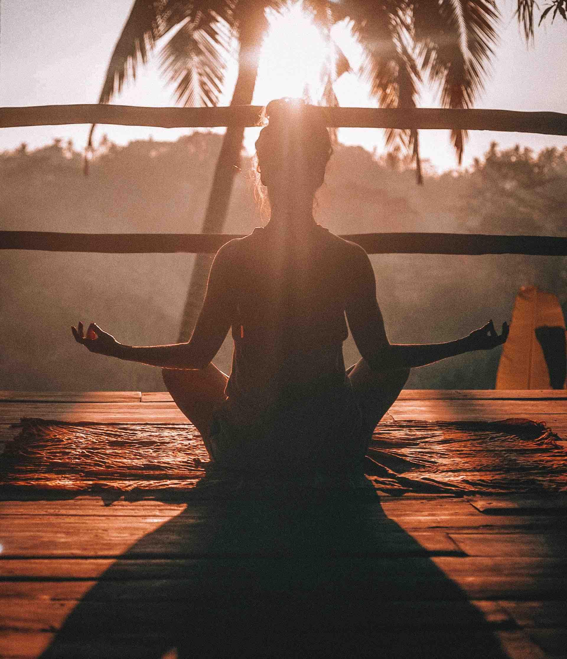 yoga femme soleil paix