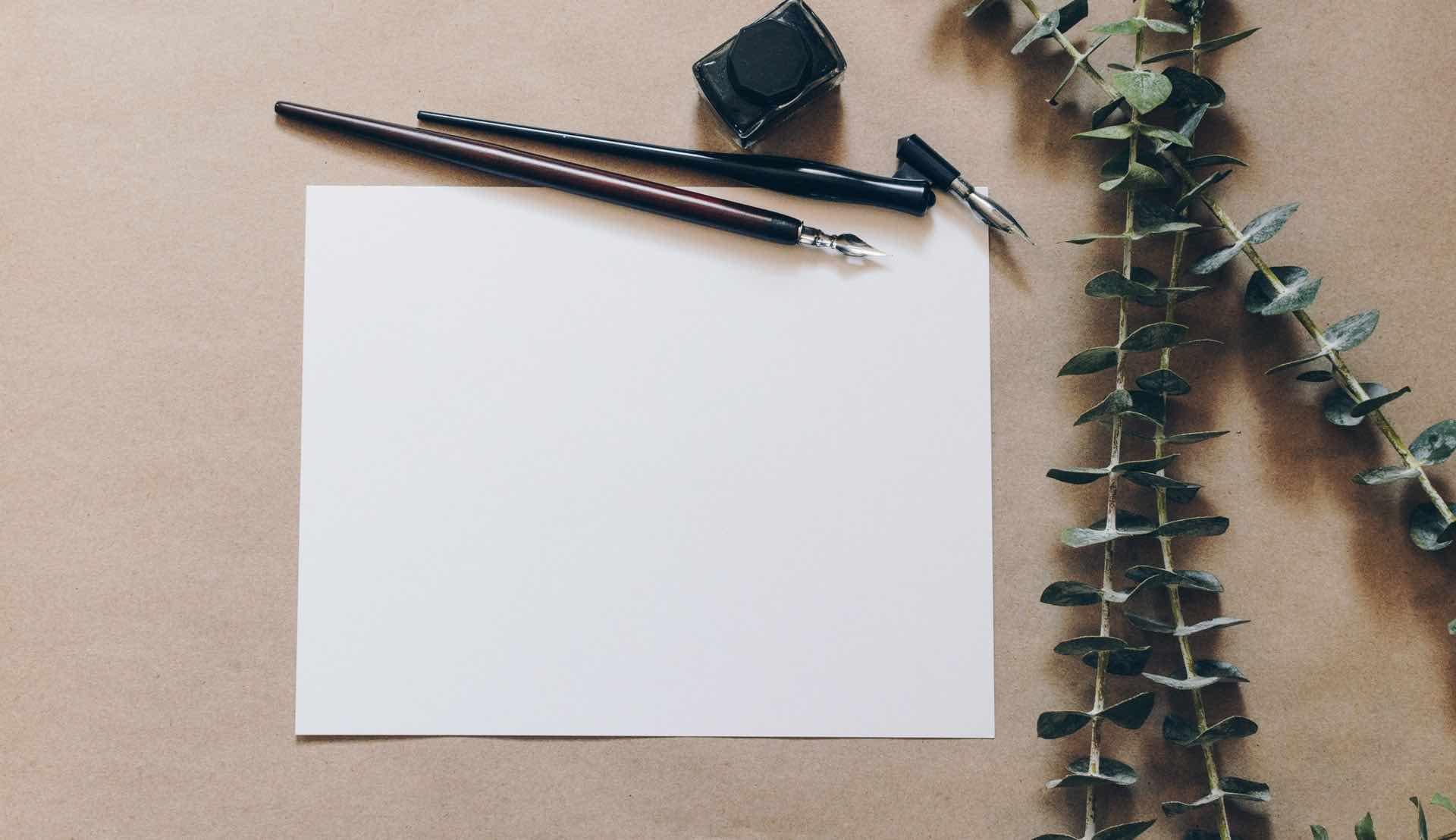 lettre papier blanc crayons