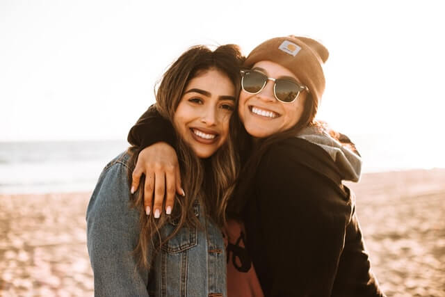 amies femme sourire plaisir