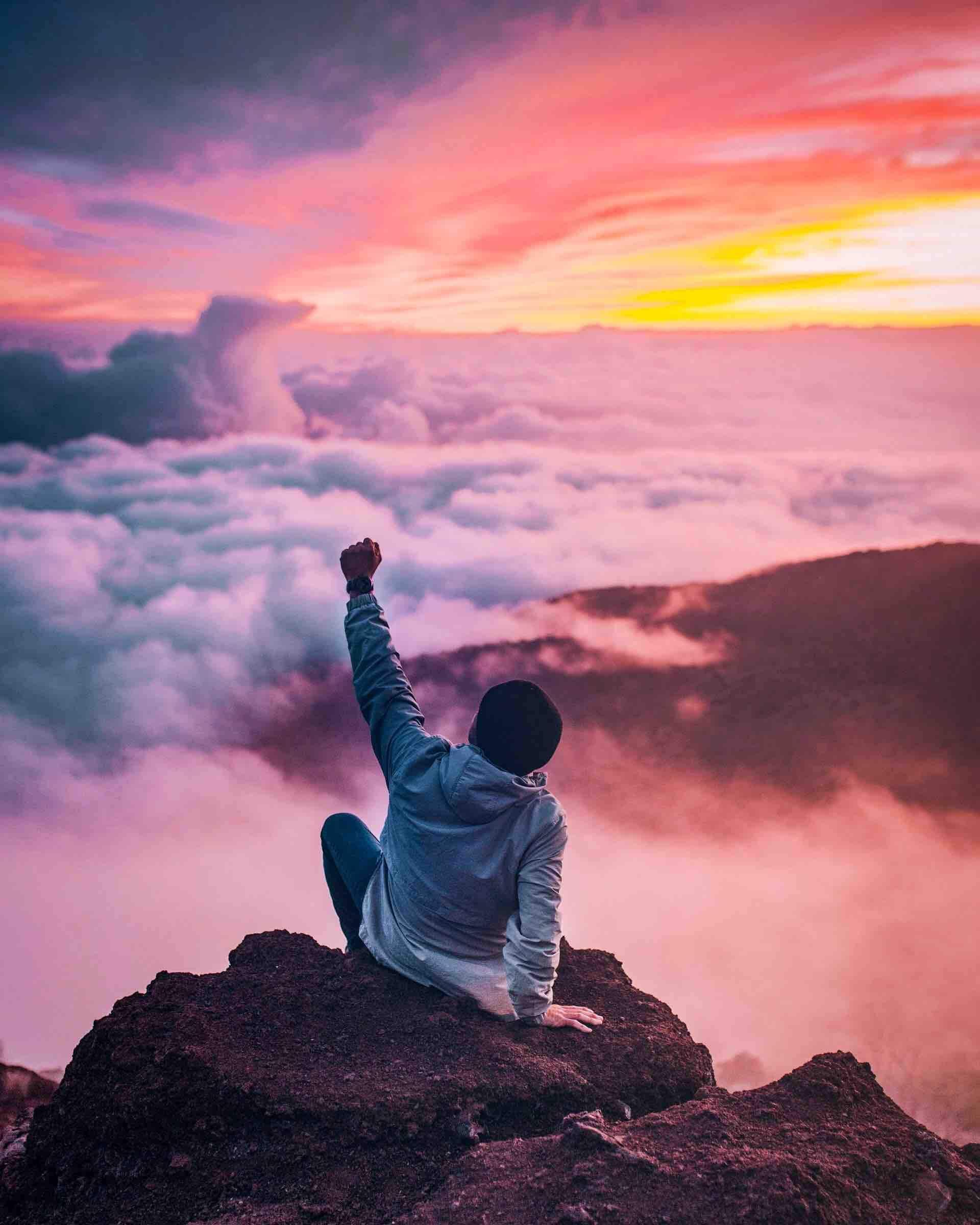 montagne soleil nuages fierté liberté