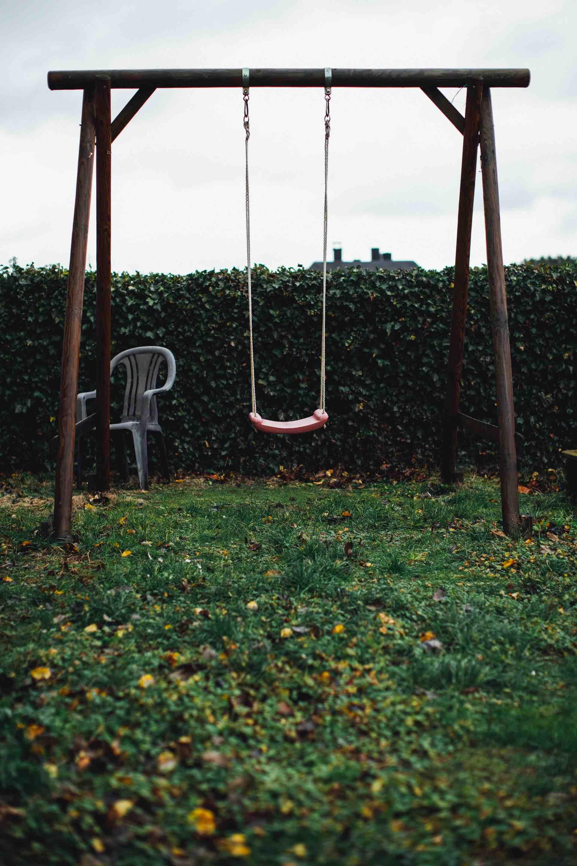 balancoire triste vide enfance