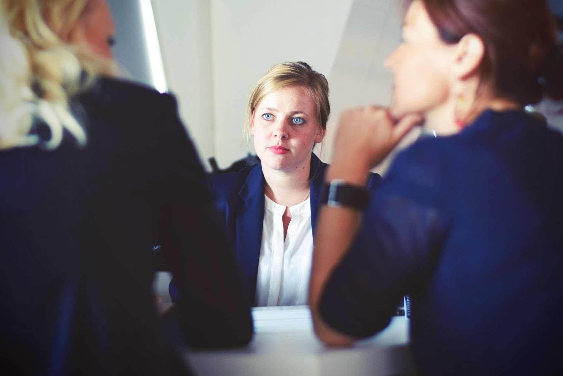 client discussion conversation femme