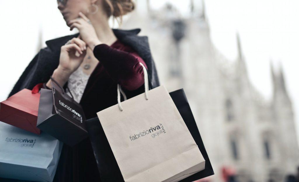 femme sacs magasinage consommer