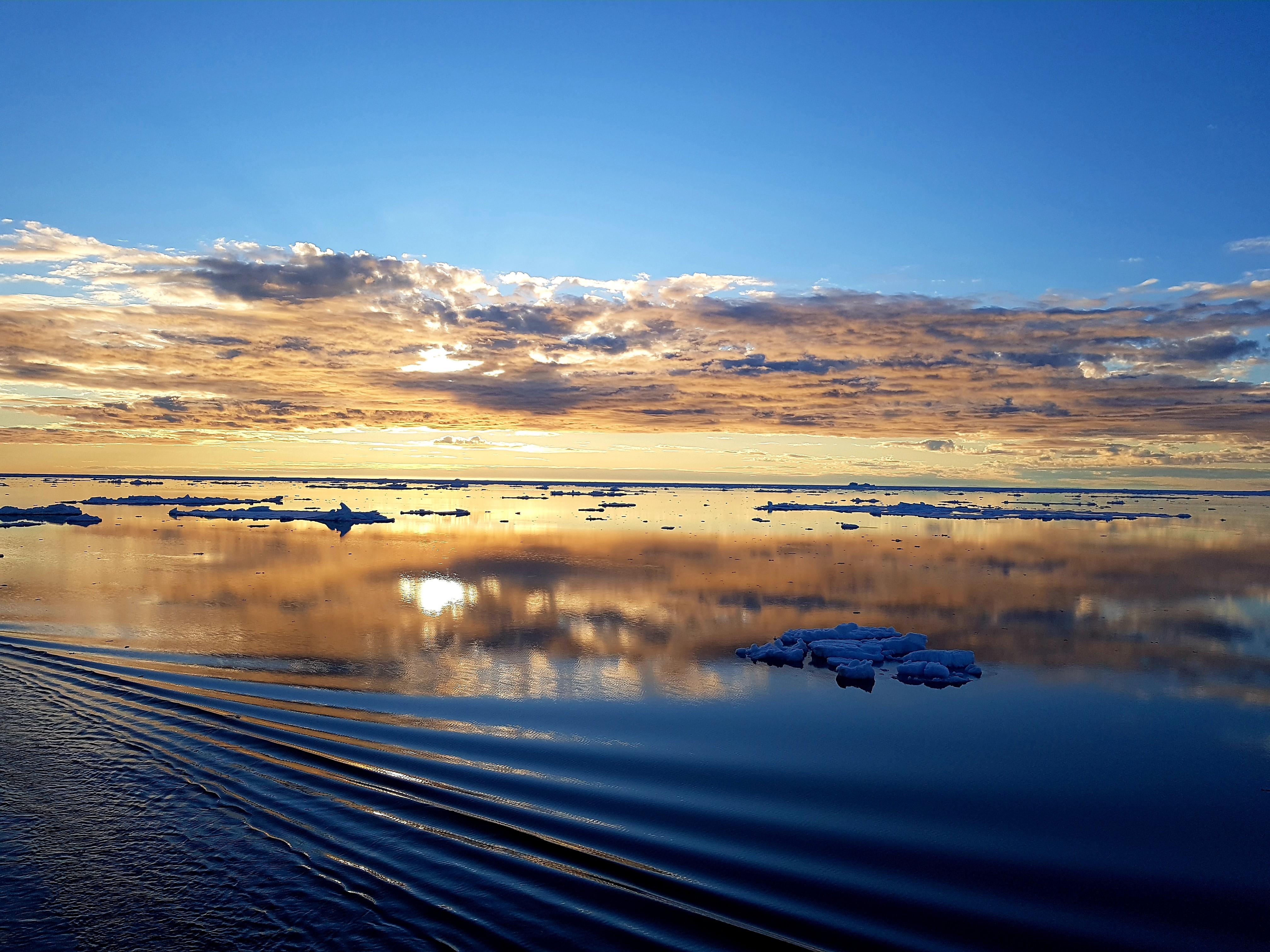 voyage océan rivière coucher de soleil