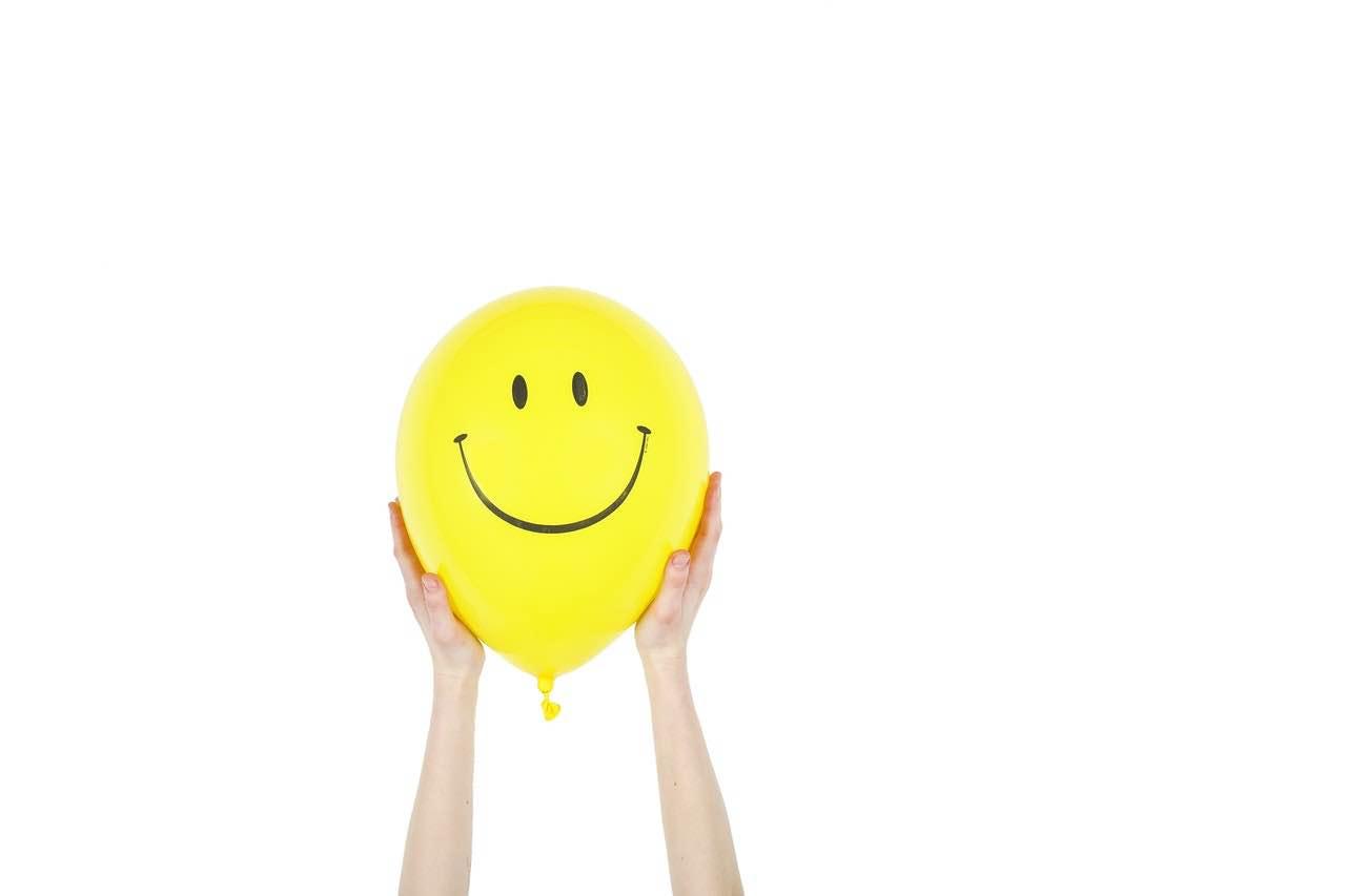 bonheur sourire bonhomme ballon jaune heureux