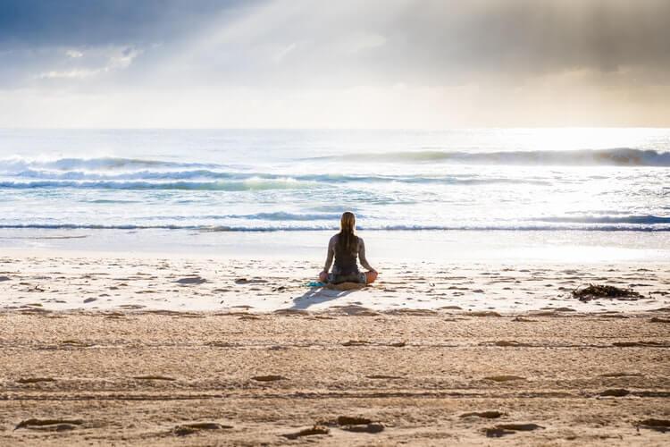 fille, méditation, calme, plage, océan, ciel