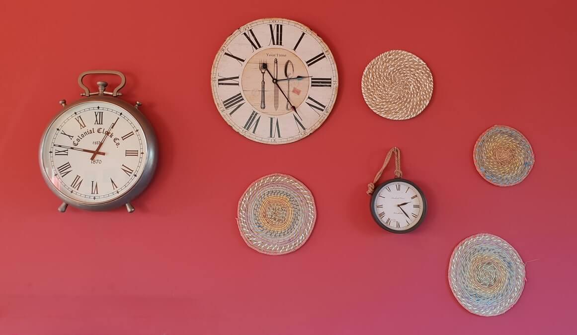 Mur rose, horloge, heure, temps