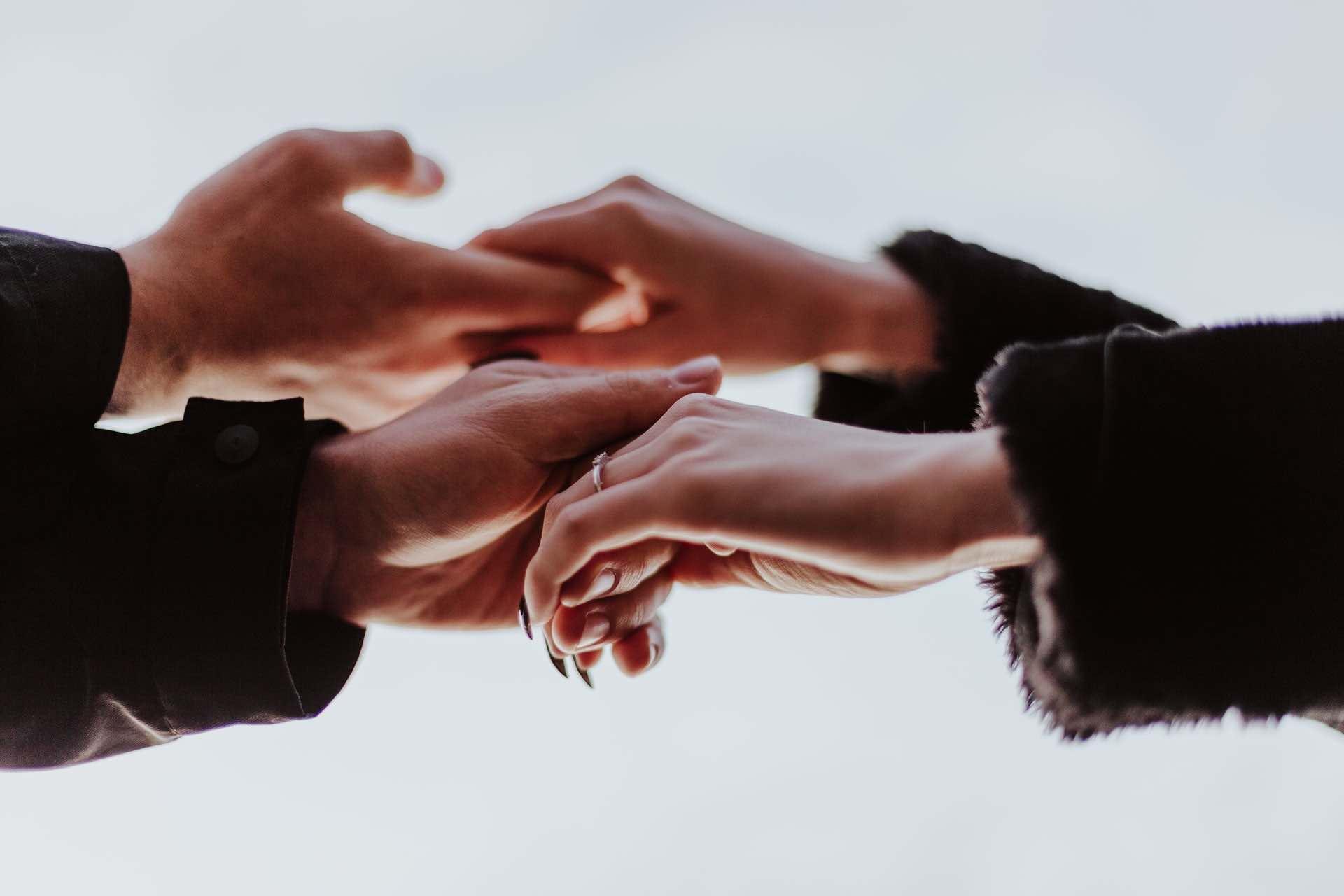 couple mains équipe femme homme relation
