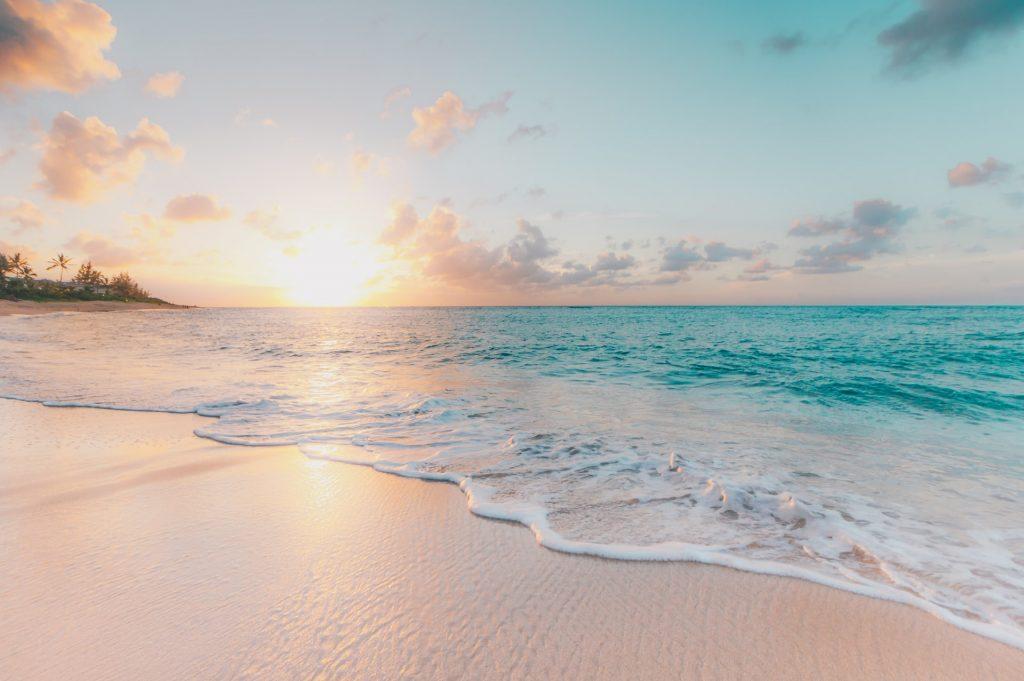 plage coucher de soleil mer vagues