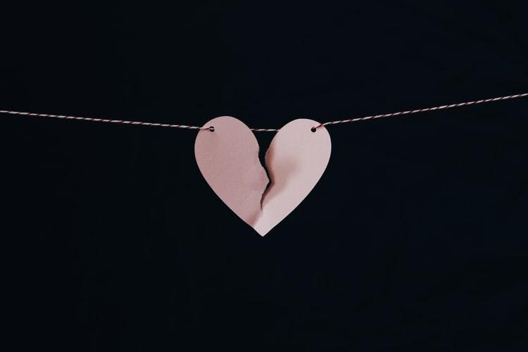 coeur, rose, mur noir, bricolage