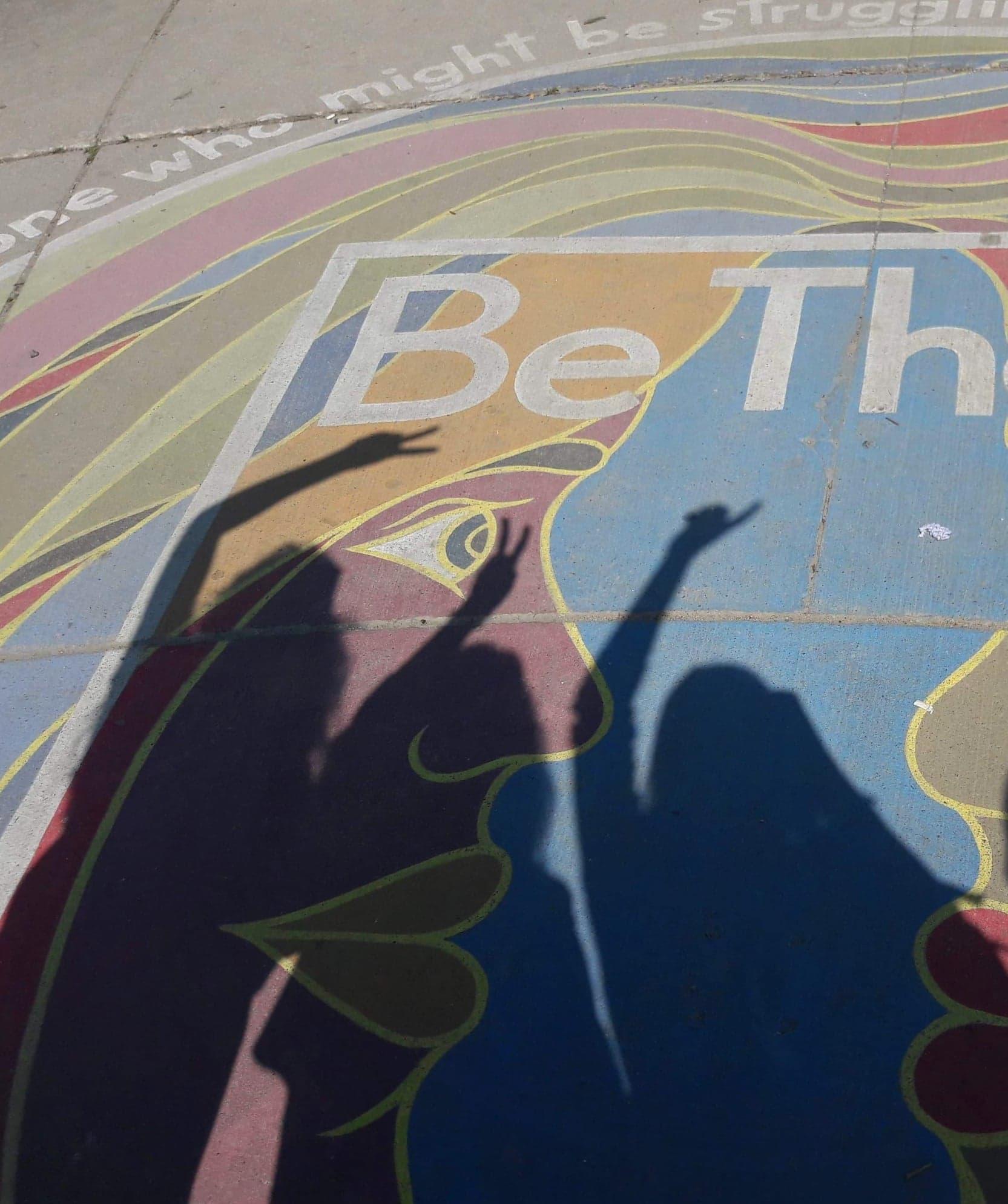 ombre, 3 femme, mur coloré,amitié