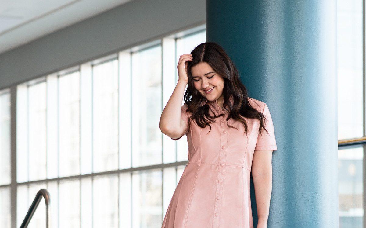 marie-chloé falardeau robe rose cuir