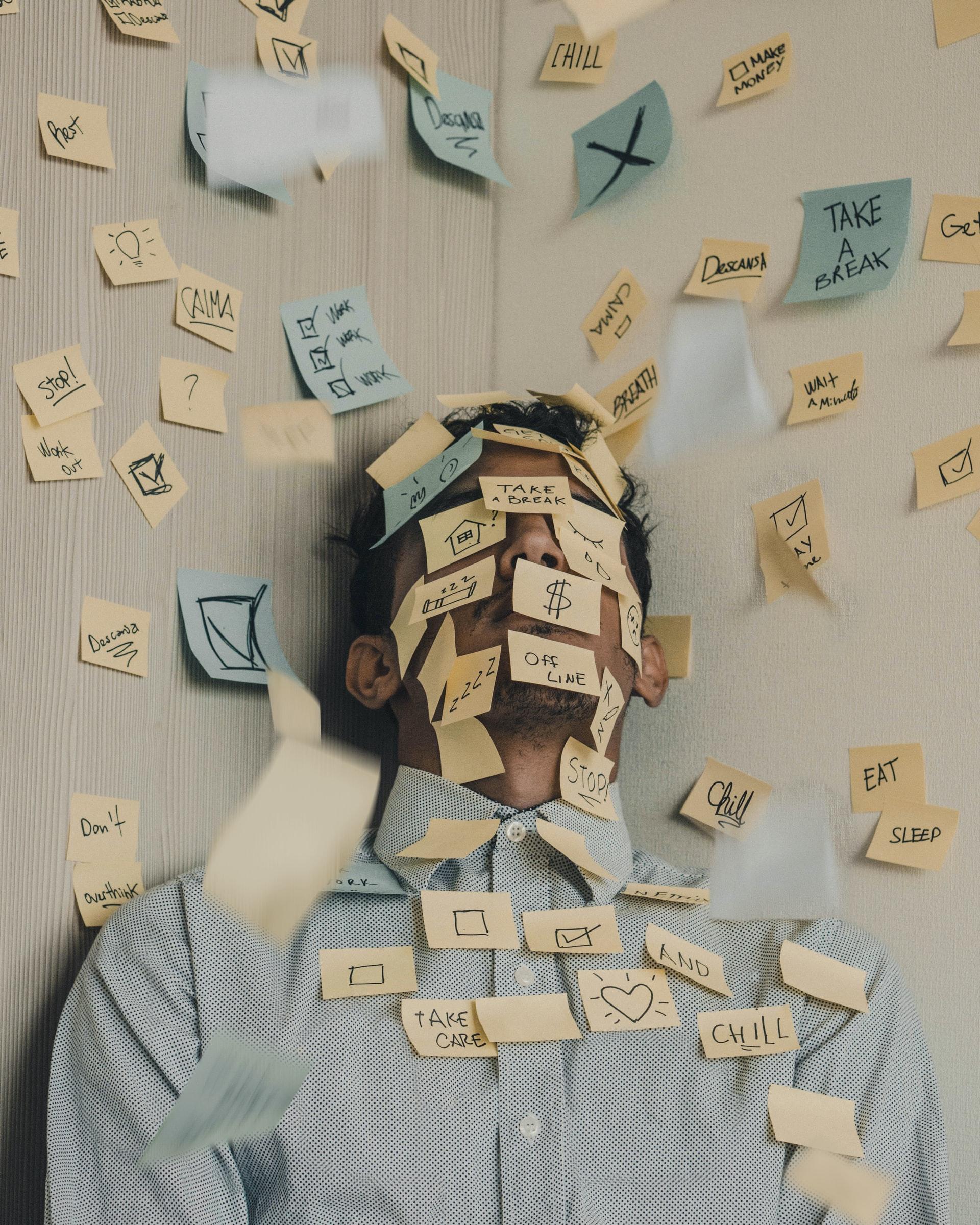 homme anxiété stress post-it