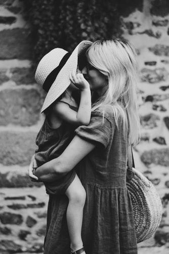 Noir et blanc, maman, enfant