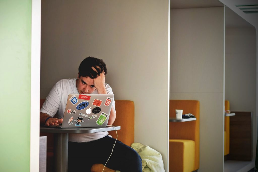 homme anxiété études étudiant stress
