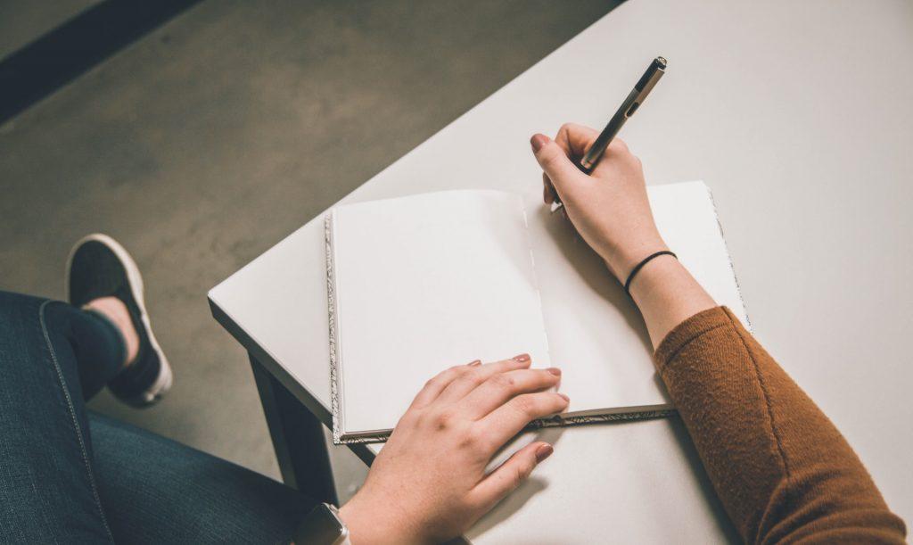 écriture femme jeans