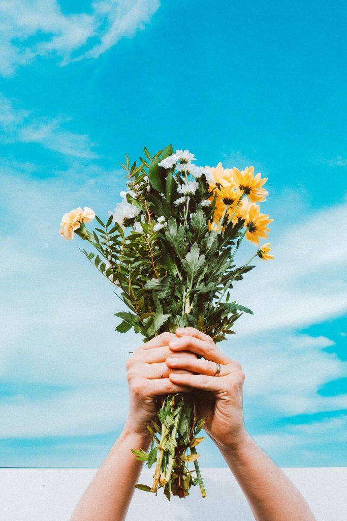 bouquet fleurs ciel bleu