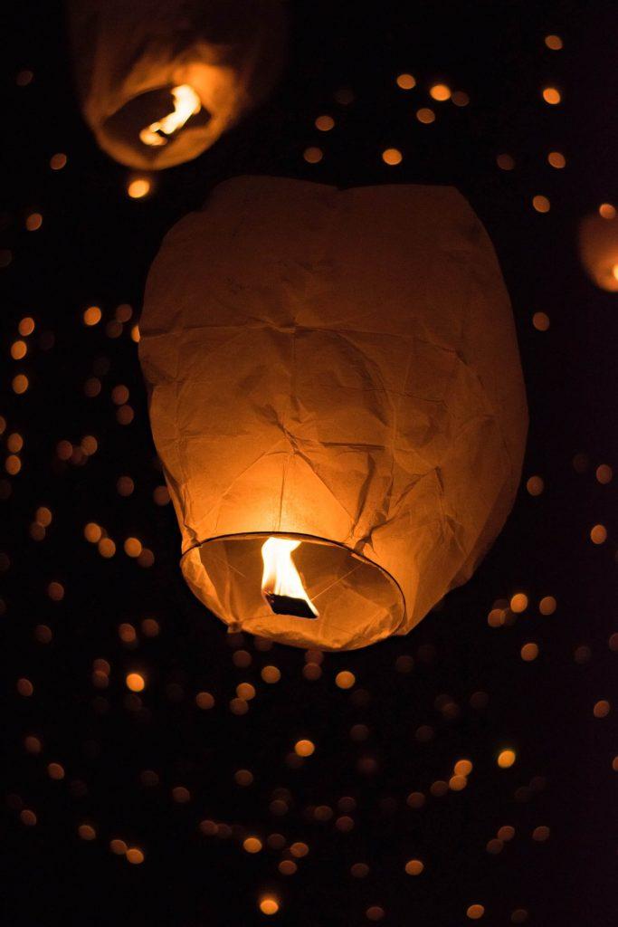 lanternes ciel nuit