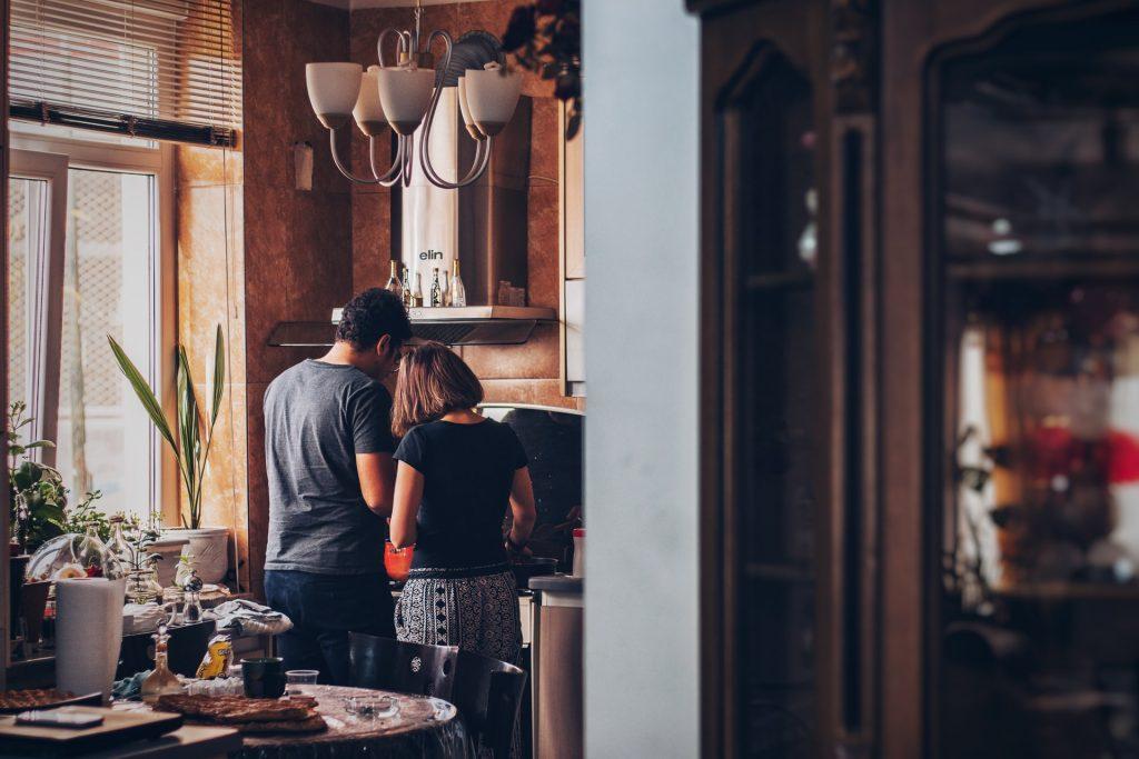 couple cuisine repas