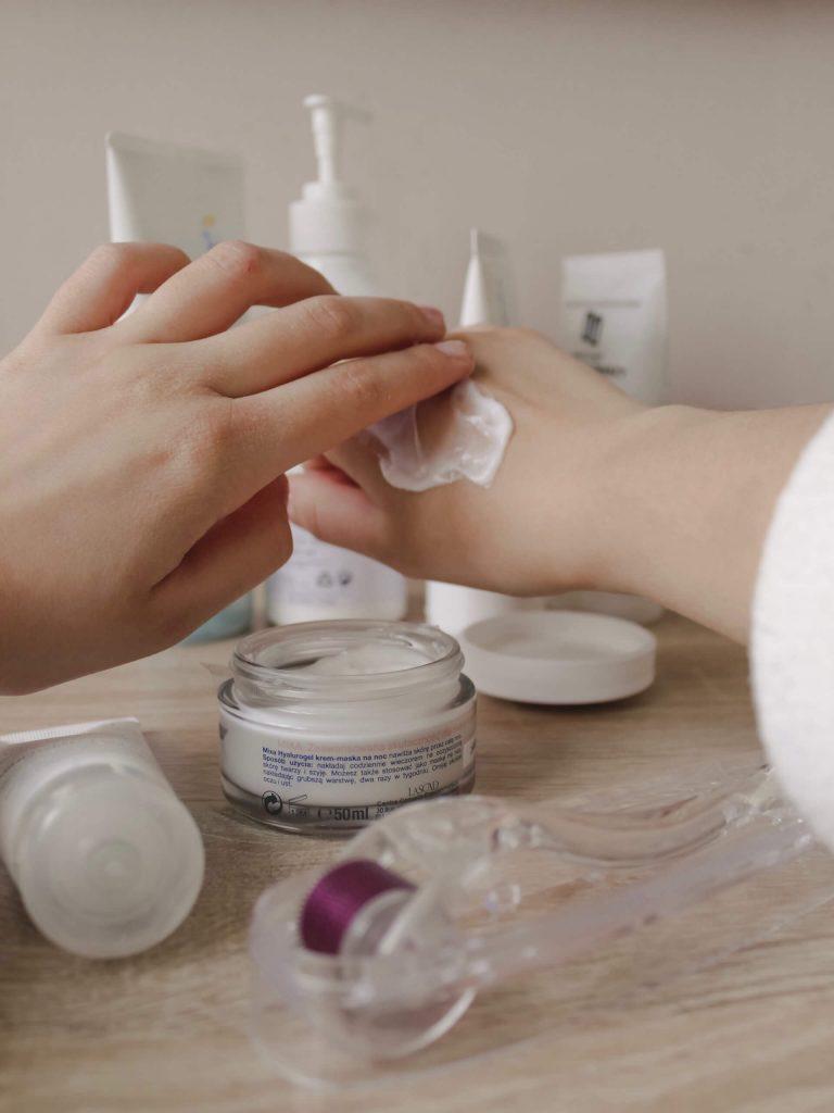 produit, miroir. crème, main, soin, cosmétique