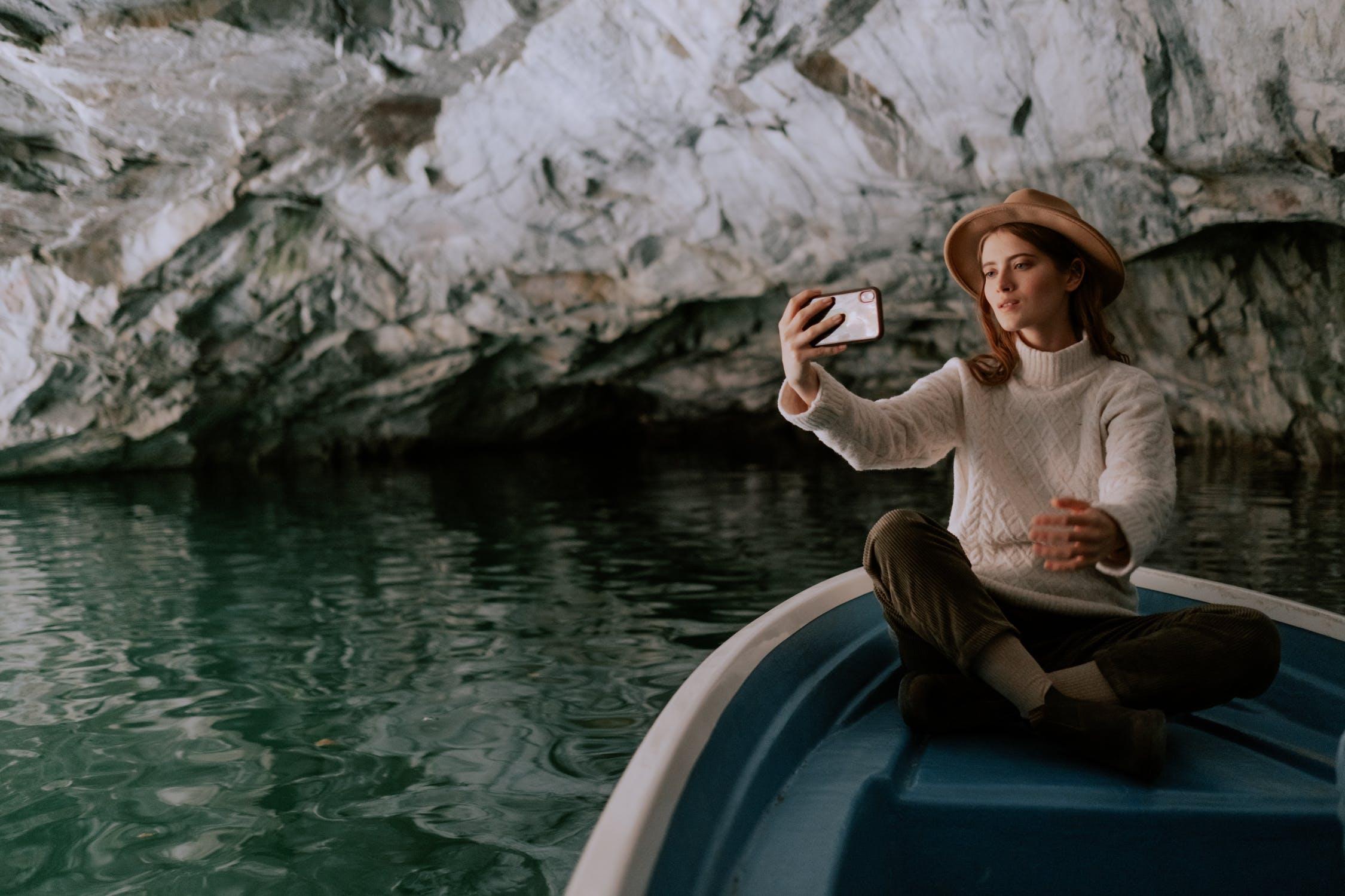 fille selfie bateau