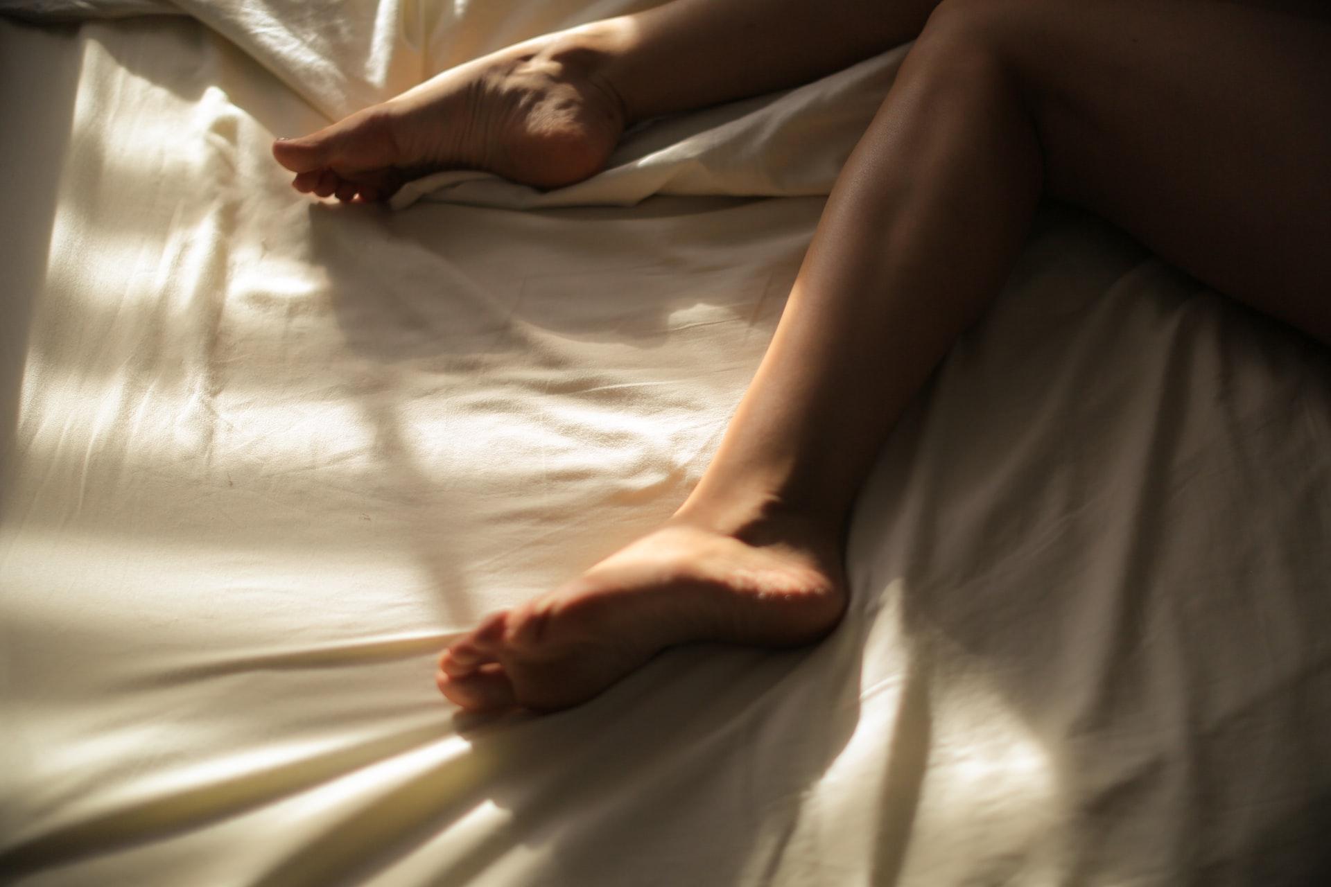 jambe femme lit