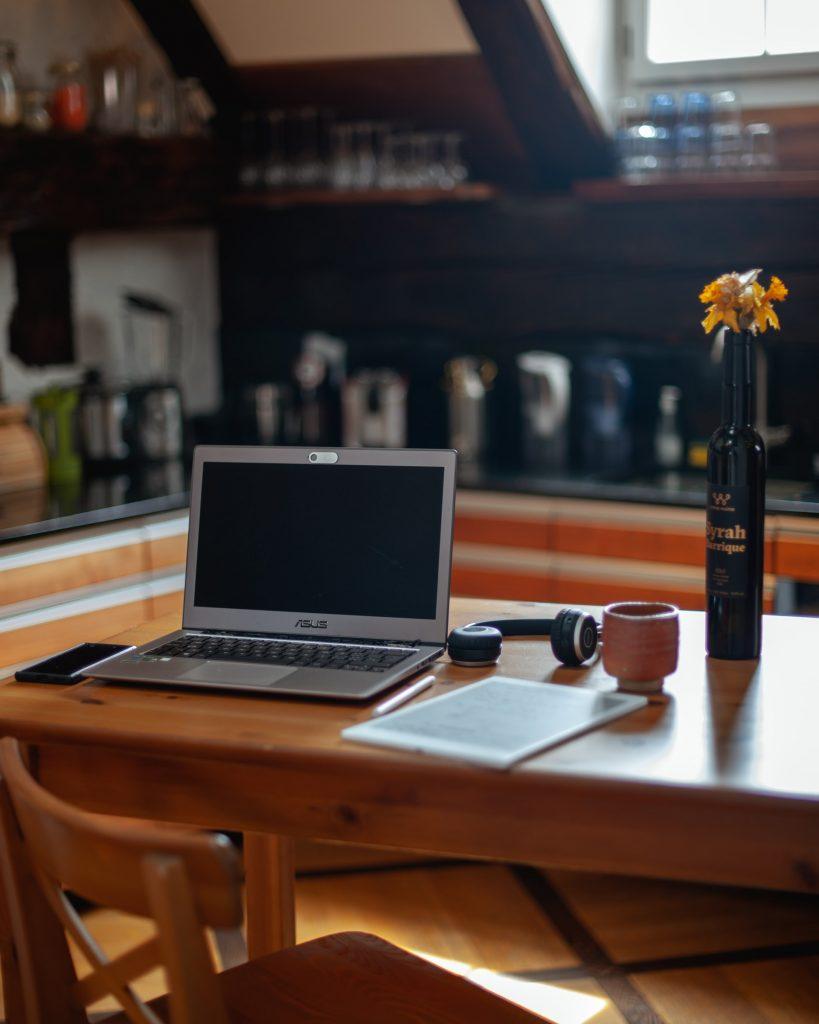 ordinateur table maison