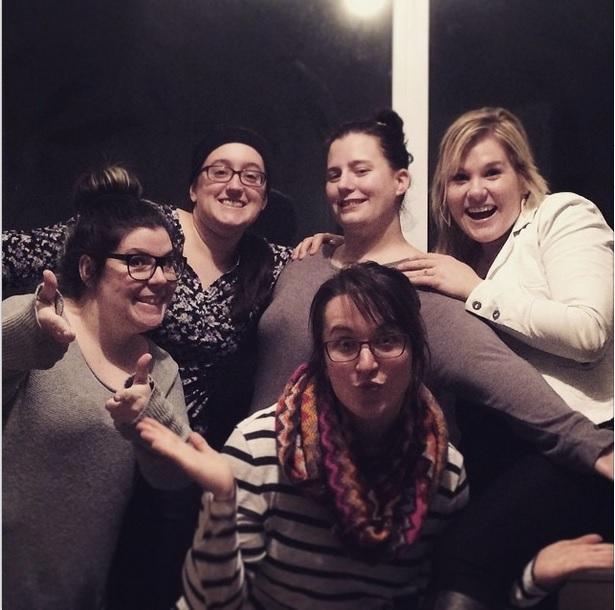 cinq fille ensemble