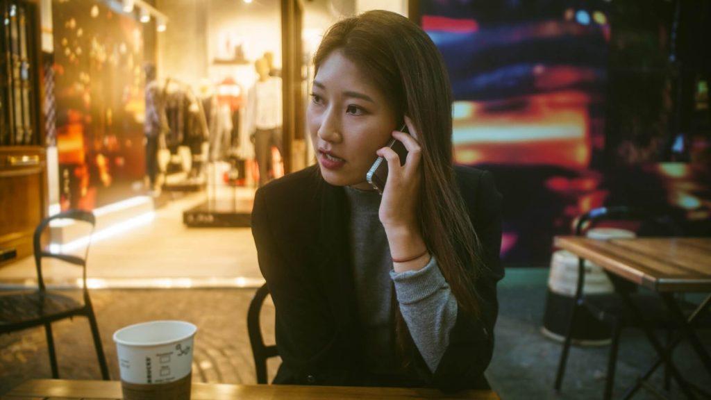 femme téléphone renvoi