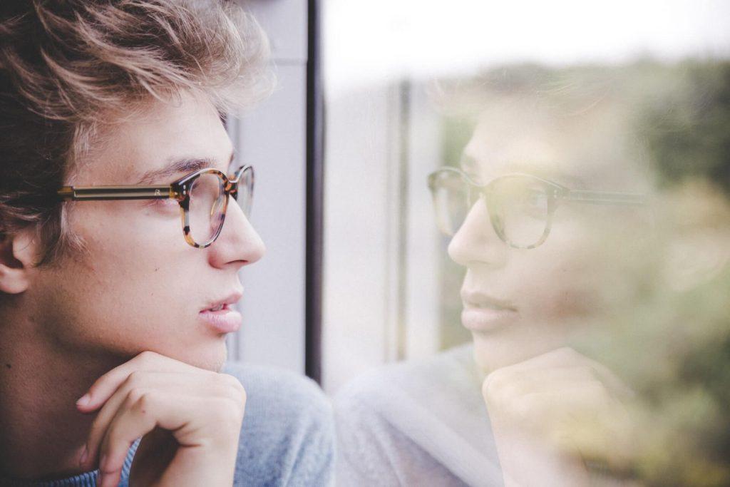 homme, reflet, conscience, fenêtre, gris